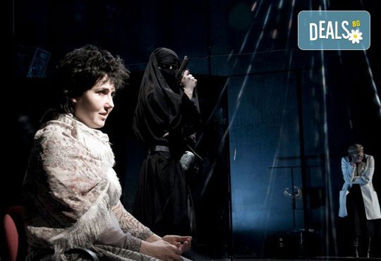 """Tри великолепни актриси в """"Nordost - приказка за разрушението""""! Младежки театър, камерна сцена, 09.05. от 19ч.! - Снимка 3"""