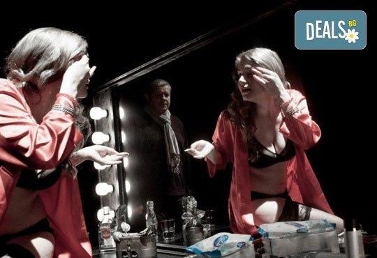 Не пропускайте! Влади Люцканов и Койна Русева в Часът на вълците, Младежкия театър на 11.05. от 19 ч, голяма сцена, билет за един - Снимка 4