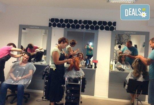 Слънце в косите! Свежи кичури с шапка или фолио, терапия и оформяне на косата със сешоар в Салон за красота Blush Beauty! - Снимка 4