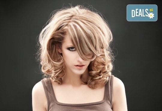 Слънце в косите! Свежи кичури с шапка или фолио, терапия и оформяне на косата със сешоар в Салон за красота Blush Beauty! - Снимка 1