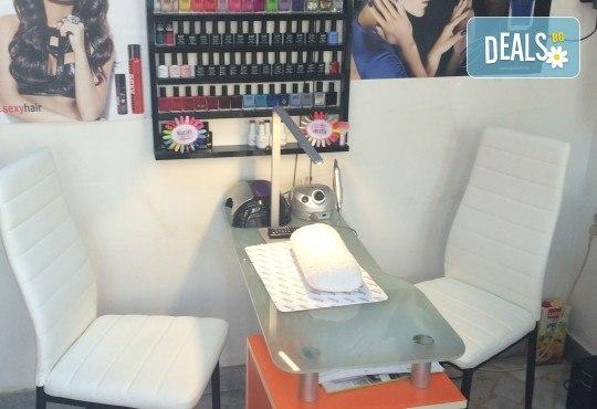 Цялостна грижа за коса! Масажно измиване, маска с кристали, арганово олио, подстригване и оформяне със сешоар в студио за красота М - Снимка 4