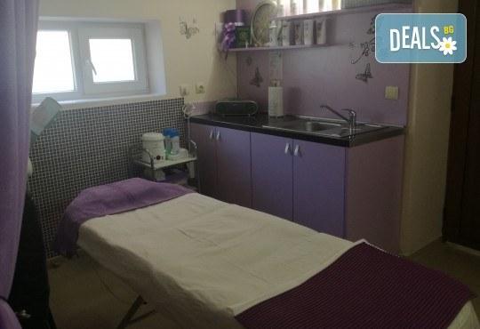 Анти акне терапия PURE SKIN, почистване на лице и нанасяне на серум с ултразвук или йонофореза в Студио за красота eLL - Снимка 2
