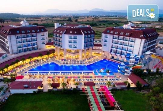 Last minute почивка в Анталия: 7 нощувки, All Inclusive в Ramada Resort Side 5*, двупосочен билет, директен полет, летищни такси и трансфери - Снимка 1