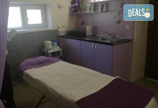 Почистваща терапия за лице и нанасяне на подходящ серум с ултразвук или йонофореза в Студио за красота eLL - Снимка 3