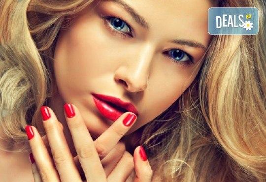 Обикновен маникюр или маникюр с гел лак плюс 2 декорации по избор и масаж на ръцете в студио за красота М - Снимка 1