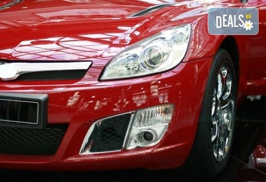 За добра видимост на пътя! Регулиране на фарове със стенд и преглед на автомобил в автоцентър Формула 3 - Снимка 1