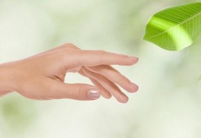 За красиви и нежни ръце с гладка кожа - 30-минутна парафинова тетрапия за ръце и бонус в Салон Виктория! - Снимка