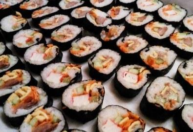 Вкус от Азия! 1.300 кг. кимбап корейско суши: 65-70 хапки с херинга, сьомга, сурими, нори и зеленчуци от Sun of Asia в центъра на София! - Снимка