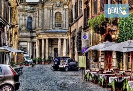 Потвърдена самолетна екскурзия до Рим - сърцето на Италия! 3 нощувки със закуски в хотел 3*, самолетен билет, трансфери и панорамна обиколка! - Снимка 17