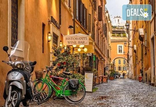 Потвърдена самолетна екскурзия до Рим - сърцето на Италия! 3 нощувки със закуски в хотел 3*, самолетен билет, трансфери и панорамна обиколка! - Снимка 5