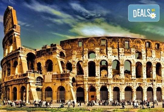 Потвърдена самолетна екскурзия до Рим - сърцето на Италия! 3 нощувки със закуски в хотел 3*, самолетен билет, трансфери и панорамна обиколка! - Снимка 1