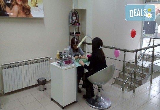 Полиране на коса, масажно измиване, терапия в 3 стъпки и изправяне с преса в салон Женско Царство - Център /Хасиенда/! - Снимка 3
