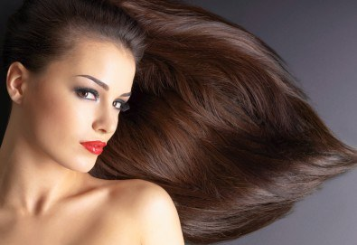 Полиране на коса, масажно измиване, терапия в 3 стъпки и изправяне с преса в салон Женско Царство - Център /Хасиенда/! - Снимка