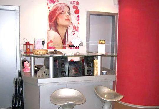 Кератинова терапия, кератинова преса, подстригване, масажно измиване и оформяне на прическа със сешоар в салон за красота Sassy! - Снимка 5