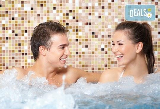 Удоволствие и здраве за двама! Тангенторна вана със шуслерови соли и ароматерапия за двама в Холистик СПА! - Снимка 1