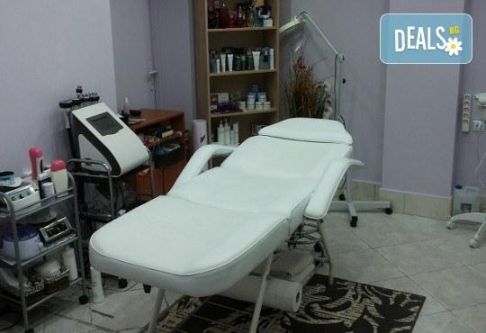 Почистване на лице с улразвукова шпатула в 9 стъпки и терапия с колаген за хидратирана и здрава кожа с козметикаDr.Spiller в студио Beauty, Лозенец! - Снимка 6