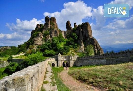 Еднодневна екскурзия до Белоградчишките скали и пeщерата Магурата! Транспорт и водач от Глобус Турс! - Снимка 1
