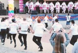 Танцувайте български хора, ръченици! ОСЕМ урока във Фолклорен клуб BODY FOLK в залата за танци в жк Свобода - Снимка