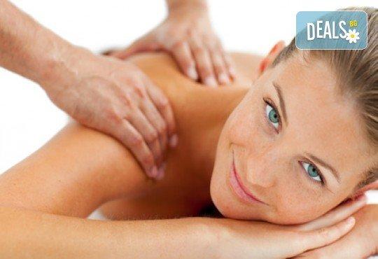 20 минути здраве и регенериране! Оздравителен масаж на гръб и масажна яка при спа терапевт с лечебни билкови масла в Спа център Senses Massage & Recreation! - Снимка 1