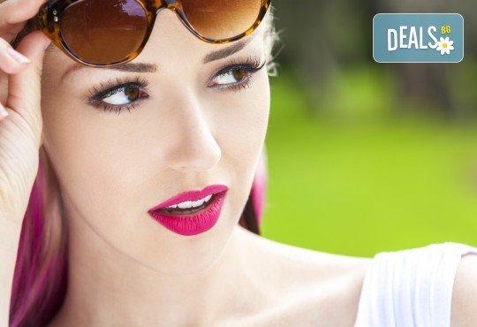 Фатален поглед! Удължаване и сгъстяване на мигли по метода косъм по косъм, 3D или 5D в салон Виктория! - Снимка 1