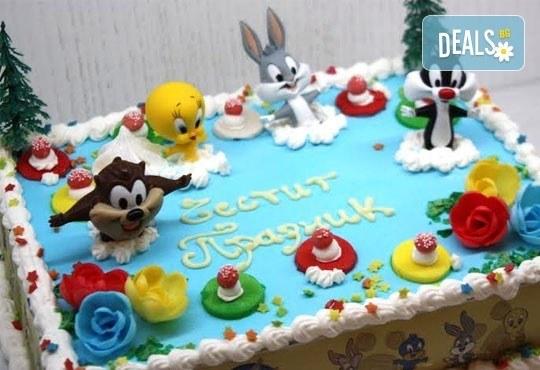Детска торта от пандишпан с пресни яйца и ванилов и шоколадов мус с безплатен надпис и кутия, от майстор сладкарите на сладкарница Сладост! - Снимка 3