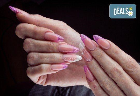 Ноктопластика с удължители и UV гел, лакиране и 4 рисувани арт декорации по избор с продукти на SNB и Bluesky от салон Superlativ Beauty House - Снимка 2