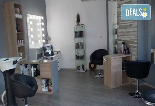 Ноктопластика с удължители и UV гел, лакиране и 4 рисувани арт декорации по избор с продукти на SNB и Bluesky от салон Superlativ Beauty House - Снимка 6