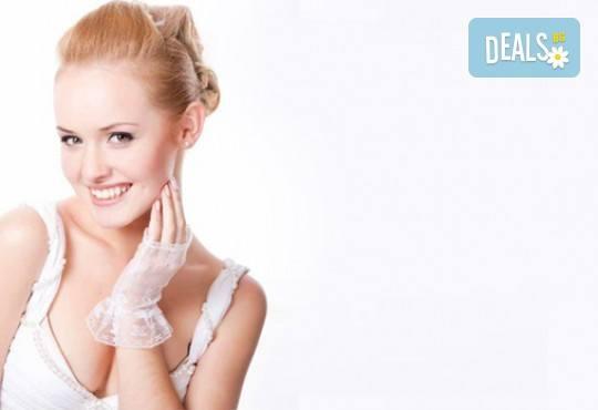 Мануално почистване на лице или дълбоко почистване на лице с ултразвукова шпатула и ампула по избор в студио за красота eLL - Снимка 1
