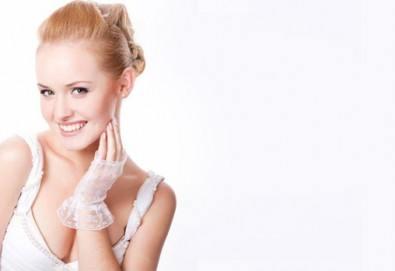 Мануално почистване на лице или дълбоко почистване на лице с ултразвукова шпатула и ампула по избор в студио за красота eLL - Снимка