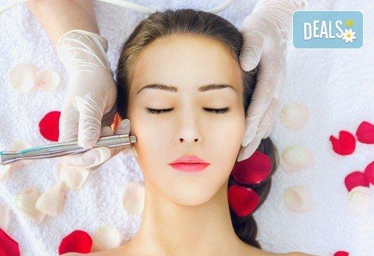 Мануално почистване на лице или дълбоко почистване на лице с ултразвукова шпатула и ампула по избор в студио за красота eLL - Снимка 2