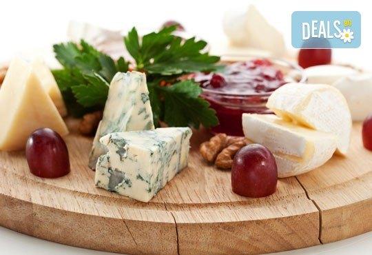 Специално меню за двама - свинско бон филе със специален сос и картофено пюре, плато сирена със сезонни плодове и 2 чаши вино в ресторант Saint Angel - Снимка 1