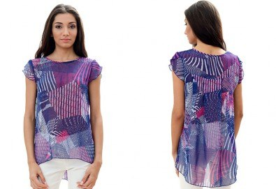 За женствен и изискан стил! Вземете пъстра туника в синьо-розово или блуза в бежово, изработена от 100% вискоза, от Модна къща Ревю! - Снимка
