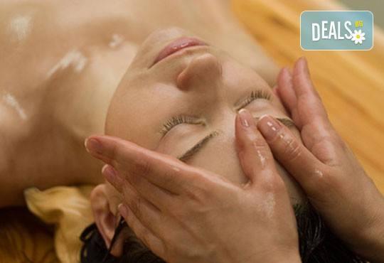 Пълен релакс! Дълбоко релаксиращ болкоуспокояващ масаж на цяло тяло с топли билкови масла и подарък: масаж на скалп в луксозния Senses Massage & Recreation - Снимка 1