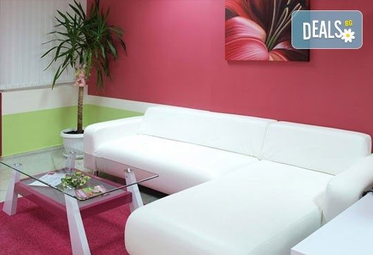 Ароматно презареждане! Цялостен масаж с екзотични масла портокал или канела в SPA център Senses Massage & Recreation! - Снимка 3