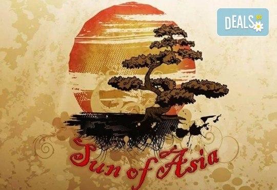 Малкият дракон на Азия! Сет от 50 хапки кимбап корейското суши със сьомга, херинга, сурими, нори, ориз и сусамово олио от Sun of Asia в центъра на София! - Снимка 3