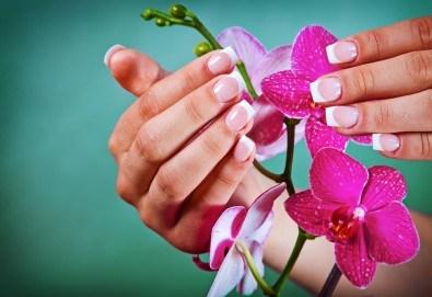 Разкрасете ръцете си с класически или френски маникюр с гел лак Blue Sky/S&A /CANNI в салон Виктория - Снимка