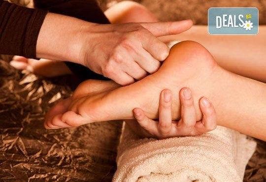 Релаксиращ масаж с лечебен ефект с магнезиево олио, невен и рефлексотерапия на стъпала и шиацу от СПА студио Красота и живот - Снимка 2