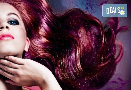 Oсвежете цвета на косата си боядисване с италианска боя Christian of Roma и оформяне със сешоар в студио за красота М - Снимка 1