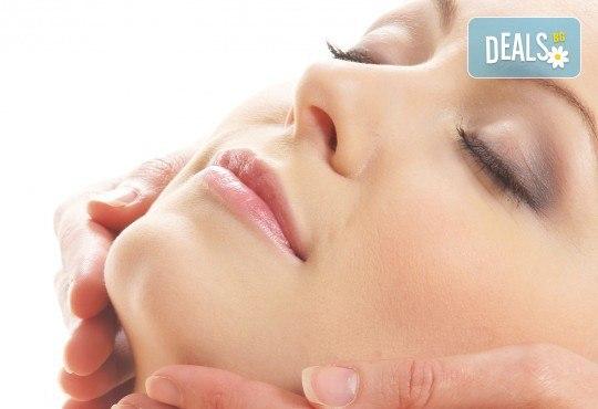 70-минутен антистрес масаж на цяло тяло и глава, подарък рефлексотерапия на ходила в център Beauty and Relax! - Снимка 2