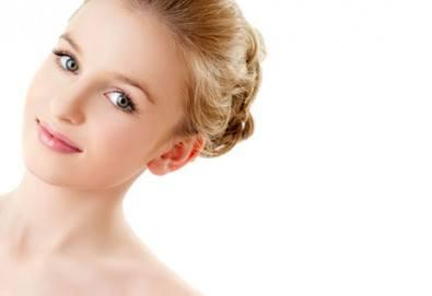 Сияещо лице! Мануално почистване на лице с професионална медицинска козметика, терапия с хиалуронова маска при естетик козметик в WAVE STUDIO - НДК! - Снимка