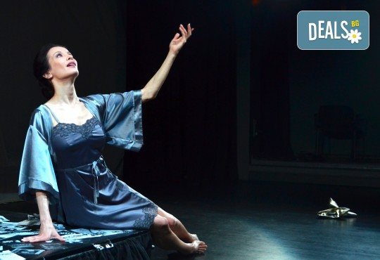 Неотразимата Яна Маринова на 4-ти май (четвъртък) в моноспектакъла ГЛАС - следпремиера на сцената на НОВ театър НДК! - Снимка 5