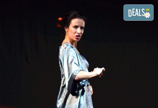 Неотразимата Яна Маринова на 4-ти май (четвъртък) в моноспектакъла ГЛАС - следпремиера на сцената на НОВ театър НДК! - Снимка 4