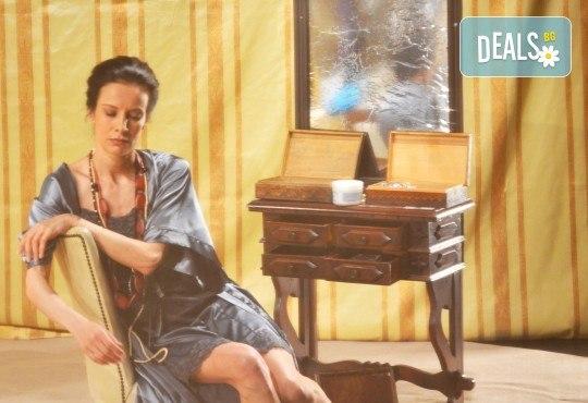 Неотразимата Яна Маринова на 4-ти май (четвъртък) в моноспектакъла ГЛАС - следпремиера на сцената на НОВ театър НДК! - Снимка 3