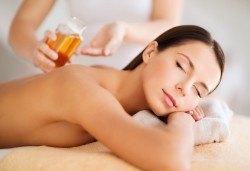 Релакс и здраве! Цялостен 60-минутен масаж с ароматни и билкови етерични масла от жасмин, алое, макадамия и лавандула в новото студио Massage and therapy Freerun! - Снимка