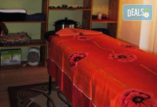 Релакс и здраве! Цялостен 60-минутен масаж с ароматни и билкови етерични масла от жасмин, алое, макадамия и лавандула в новото студио Massage and therapy Freerun! - Снимка 3
