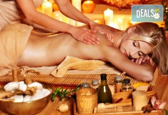 Релакс, аромати и екзотика! Класически, арома, релаксиращ или болкоуспокояващ масаж на цяло тяло с масла от макадамия, жасмин, кокос, ирис, шоколад или къпина в Massage and therapy Freerun! - Снимка 1
