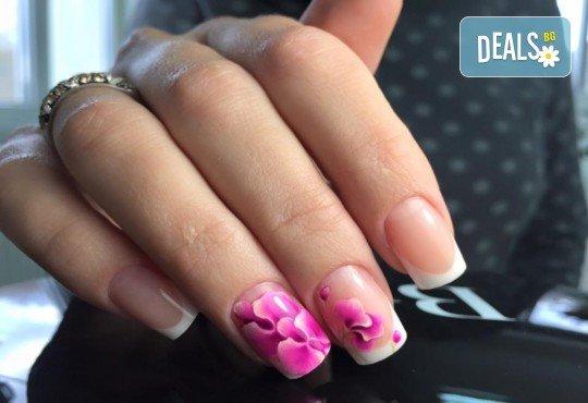 Бъдете изящни и красиви с маникюр с гел лак, 2 декорации и иновативна терапия за нокти по избор в салон Емоция! - Снимка 7