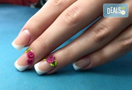 Бъдете изящни и красиви с маникюр с гел лак, 2 декорации и иновативна терапия за нокти по избор в салон Емоция! - Снимка 8