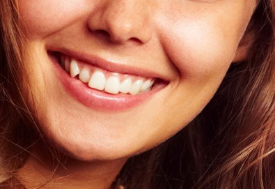 Обстоен преглед, план на лечение, почистване на зъбен камък, полиране с Air Flow и професионално избелване, от МР Дент - Снимка