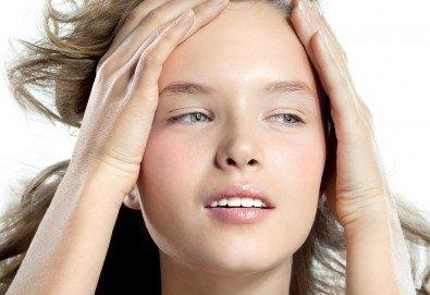 Цялостна грижа за кожата! Мануално почистване на лице, масаж и оформяне на вежди в салон за красота Sassy! - Снимка